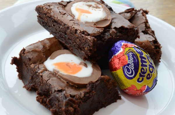 Creme Egg brownie Easter recipe_Bake in your flat, Student favourite chocolate brownies